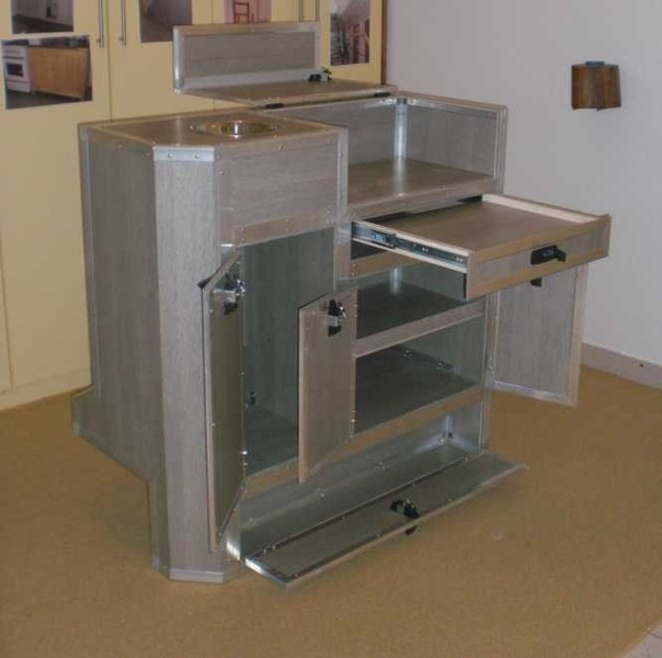 land rover wohnmobile m bel. Black Bedroom Furniture Sets. Home Design Ideas